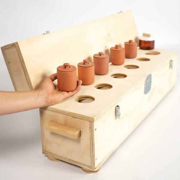 Detalle de la caja de conservación del conjunto de preparados de 50 dosis para el compost