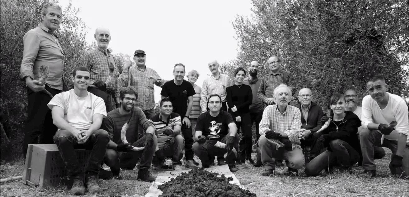Miembros de Terradinámica en 2020 en la elaboración de preparados biodinámicos